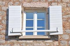 śródziemnomorski otwarte okno Obrazy Royalty Free