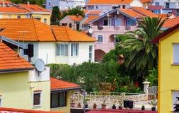 Śródziemnomorski pejzaż miejski z pomarańczowymi domami Obraz Stock