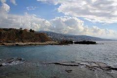 Śródziemnomorski wybrzeże antycznego miasta Byblos widok, Liban zdjęcia royalty free