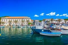 Śródziemnomorski wybrzeże w Chorwacja, wyspa Hvar lato Zdjęcia Stock