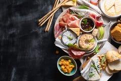 Śródziemnomorskie zakąski włoskie składników żywności obrazy royalty free