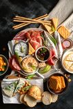 Śródziemnomorskie zakąski włoskie składników żywności zdjęcia royalty free
