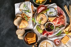 Śródziemnomorskie zakąski włoskie składników żywności zdjęcie stock