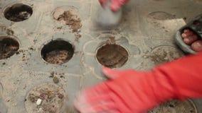 Średni koszt stały strzał pracownicy w Azja głębienia dziurach z małą łopatą lub zbiory