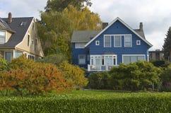 Średniogórza prowadnikowy sąsiedztwo Seattle WA. Obrazy Stock