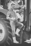 Średniorolni pobliscy ampuł koła ciągnikowi Fotografia Royalty Free