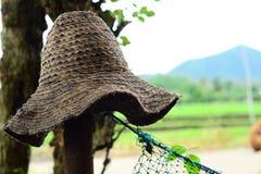 Średniorolny ` s słomiany kapelusz Obrazy Royalty Free