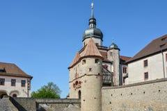 Średniowieczna ściana przy Marienberg kasztelem z mostem w Wuerzbur zdjęcia royalty free