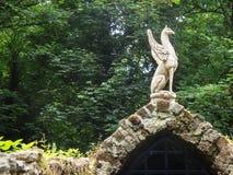 Średniowieczna brama i statua zdjęcia royalty free