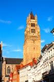Średniowieczna katedra i domy w Bruges, Belgia obrazy royalty free