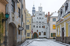 Średniowieczna ulica w starym Ryskim mieście, Latvia Obraz Royalty Free