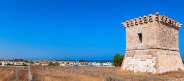 Średniowieczna wieża obserwacyjna przy Kiti. Larnaka Zdjęcia Royalty Free