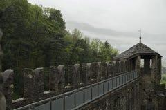 Średniowieczne ściany Montebello forteca w Bellinzona zdjęcie stock