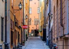 Średniowieczni alleyways i brukować ulicy stary miasteczko, Gamla Stan Obrazy Royalty Free