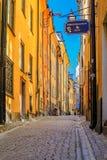 Średniowieczni alleyways i brukować ulicy stary miasteczko, Gamla Stan Zdjęcie Stock