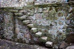 Średniowieczni kamieni kroki, ściana i Obraz Stock