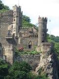 Średniowieczni kasztele na Rhine rzece w Europa obrazy royalty free