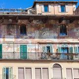 Średniowieczni obrazy fasadowy miastowy dom w Verona obraz royalty free