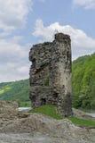 Średniowieczny łamający wierza Archeologiczny miejsce na Olt dolinie w Karpackich górach Fotografia Stock