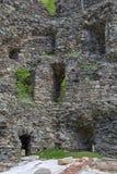 Średniowieczny łamający wierza Celnictwo na Olt rzece w Karpackich górach Inside widok Obrazy Royalty Free