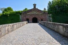 Średniowieczny bridżowy prowadzić do Marienberg kasztelu w Wuerzburg zdjęcia royalty free