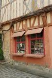 Średniowieczny cembrujący nadokienny sklep w Provins w Francja Fotografia Stock