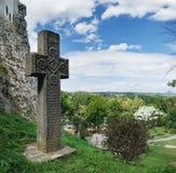 Średniowieczny kamienia krzyż w otręby kasztelu, Rumunia fotografia stock