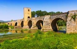 Średniowieczny kamienia most nad Ebro Frias, prowincja Burgos fotografia stock