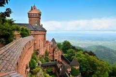 Średniowieczny kasztel Haut Koenigsbourg, Alsace, Francja obraz royalty free