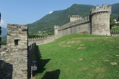 Średniowieczny kasztel Montebello przy Bellinzona fotografia royalty free