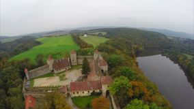 Średniowieczny kasztel, prosty zieleń krajobraz, stary czasu spojrzenie, królewski zdjęcie wideo