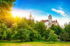 Średniowieczny kasztel znać dla mitu Dracula otręby zdjęcia royalty free