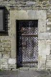 Średniowieczny nabijający ćwiekami drzwi, Malmesbuty Zdjęcia Stock