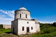Średniowieczny ortodoksja kościół w Ivangorod fortecy Zdjęcia Royalty Free