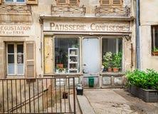 Średniowieczny piekarni i confectionary sklepu przód w Semur en Auxois, Francja obraz stock