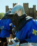 Średniowieczny rycerz przygotowywający dla walki Zdjęcie Royalty Free
