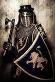 Średniowieczny rycerz w pełnej zbroi Fotografia Royalty Free