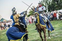 Średniowieczny rycerzy walczyć obrazy stock
