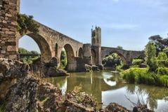 Średniowieczny stary bridżowy Besalu Zdjęcia Royalty Free