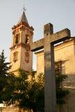 Średniowieczny wierza rood i kościół obraz stock