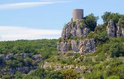 Średniowieczny wierza w grodzkim Balazuc zdjęcie stock