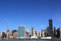 Środka miasta Manhattan linia horyzontu na Jasnym Błękitnym dniu Zdjęcia Royalty Free