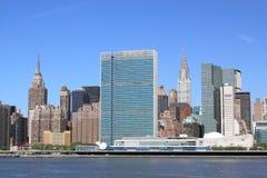 Środka miasta Manhattan linia horyzontu na Jasnym Błękitnym dniu Fotografia Royalty Free