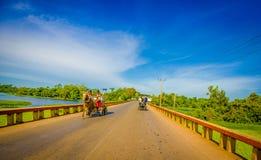 ŚRODKOWA droga KUBA, WRZESIEŃ, - 06, 2015: Koń i fura Zdjęcia Stock