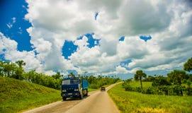 ŚRODKOWA droga KUBA, WRZESIEŃ, - 06, 2015: zadziwiać Zdjęcia Royalty Free