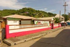Środkowa ulica na wyspie Bequia Zdjęcia Royalty Free