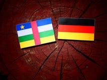 Środkowo-afrykański republiki flaga z niemiec flaga na drzewnym fiszorku ja obraz royalty free