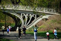 środkowy joggers nyc park zdjęcia stock
