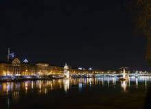 Środkowy stary grodzki Lyon miasta brzeg rzeki przy nocą w France Obraz Royalty Free