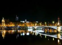 Środkowy stary grodzki Lyon miasta brzeg rzeki przy nocą w France Zdjęcie Royalty Free